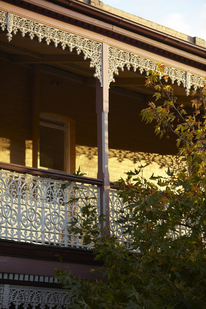 heritage house in Castlemaine with lace work on front balcony.